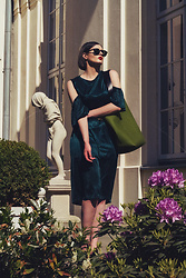 Wiktoria Celmer - Marmollada Oversize Bag, Zara Silky Dress - ROYAL GREEN
