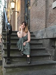The laid-back girl Léa - Boohoo Dress, Chloé Boots - Long dress in Amsterdam