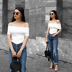 CLAUDIA Holynights - Vipme Knitted Off The Shoulder Top, Na Kd Vintage 501 Jeans, Vipme Circle Bag, Shuzee Perspex Shoes - Off the shoulder knit