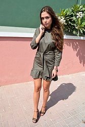 Marlena Laura @marlenalaura - Bershka Dress, Gucci Sandals - Khaki