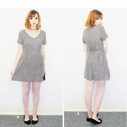Rachel-Marie - Unbranded Tattoo Choker, Romwe V Neck Gingham Print Dress, Unbranded Black Casual Flats - Throwback to Gingham