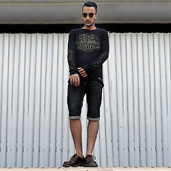 Mohamed Samaras - Harleydavidson Sweatshirt, Ray Ban Clubmaster, Levi's® Short, Dr. Martens Shoes - Grow from your struggles