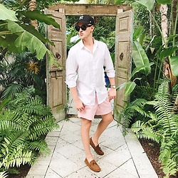 Piotr Ryterski - H&M Shirt, H&M Shorts, Asos Driving Shoes, Ray Ban Sunglasses, Longines Watch - Jungle