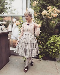 Liv Robroek - Innocent World Antique Rose - Vintage Lolita Coord