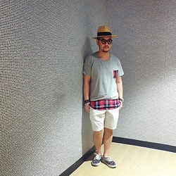 Mannix Lo - Cotton On Patchwork Tee, Uniqlo Shorts, Supreme X Comme Des Garcons Vans Sneakers - Holiday Mood