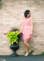 Lindsey Puls - Eleanora Grace Dress, Quay Sunglasses, Salt Water Sandals - Wisconsin-based Fashion Boutique - Eleanora Grace