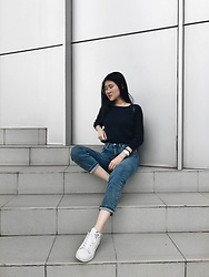 Beatrix Rhea - Bershka Cigarette Jeans, Adidas Superstar Sneakers - The IT Jeans