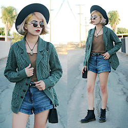 KENDALL SANCHÈZ - New Blog Post, Green Comfortable Cardigan - Earthy Grunge OOTD