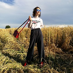 Steffy&Elina - Reebok Shirt, American Apparel Trousers, Blog - Spin Your Bag A Round