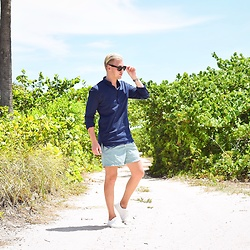 Piotr Ryterski - Ray Ban Sunglasses, H&M Shorts, Asos Sneakers, Longines Watch - Paradise hunter