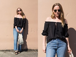 Jenaly Enns - Forever 21 Off The Shoulder Top, Helmut Lang Boyfriend Denim - How to wear boyfriend jeans in the summer!