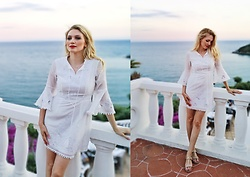 Eleonora Albrecht - Biemei White Floral Embroidery Bell Sleeve A Line Dress - Sunset at the beach