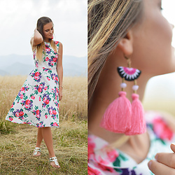 Tamara Bellis - Fashionmia Dress, Rosegal Tassel Earrings, Migato Sandals - Pink Summer