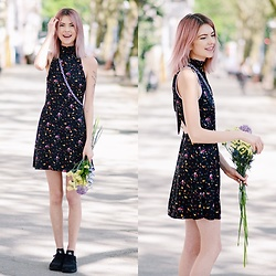 Ebba Zingmark - &Other Stories Dress, Ebba Zingmark Blog, Nike Sneakers - TWENTY TWO