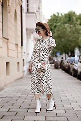 Esra E. - Moschino Cross Body Bag, H&M Polka Dot Midi Dress, Zara White Boots - Dots & teddy bag