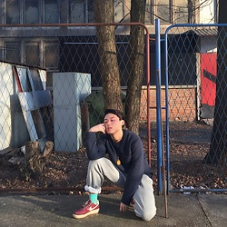 Jay Zhong - Wood Sweater, Nike Sporty Pants, Nike Shoes - Sporty look