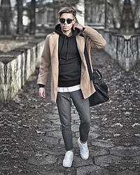 Edgar - Nike White Air Max Sneakers, Primark Gray Cropped Suit Trousers, Primark Black Leather Holdall Bag, Black Sunglasses, H&M Black Cotton Hoodie, Camel Peacoat, H&M White T Shirt - CITY BREAK