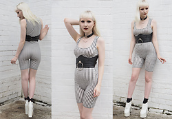 JoJo Pearson - Pretty Little Thing Gingham Unitard, Deandri Choker, Deandri Waist Cincher, Deandri Chunky Heels - When I'm With You All I Get Is Wild Thoughts