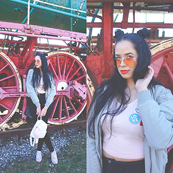 Sandra Samuel - Primark Badge Crop Top, H&M Bomber Jacket, Jennyfer Retro Lens Sunglasses, New Balance Sneakers, New Look Backpack - Love & Rainbows