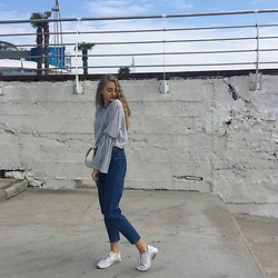 Dasha - Pull & Bear Blouse, Zara Jeans, Nike Trainers, Carpisa Clutch - Under the sea