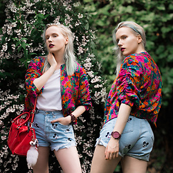Anna Jaroszewska - Zara Bomber Jacket, Zara Mickey Mouse Shorts, Jord Watches Wood Watch - SUMMER FLORALS