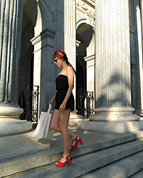 Mi Vida En Rojo - H&M Jumpsuit, Cuplé Shoes - Hot in the City