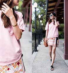 Helen @ mountainandcloud.com - Sincerely Jules Sweatshirt, Zara Skirt Shorts, Madewell Bag - Effortless Summer Look
