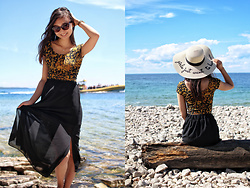 L Z - Aldo Sun Hat, Garage Clothing Sunflower Crop Top, Black Maxi Skirt - Girls just want to have sun