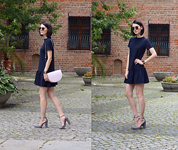 Daisyline . - Steve Madden Shoes, Coccinelle Bag, Medicine Dress, Ray Ban Sunnies - Navy dress / www.daisyline.pl