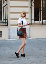 Ana Vukosavljevic - H&M Dress, Rosegal Skirt, Pink Basis Mules, Picard Lederwaren Bag - How To Style A White Shirt Like A Pro?