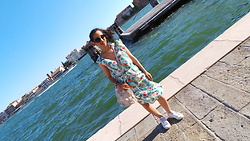 Sarah G - Gemo Dress, Adidas Sneakers, Mango Bag - Venice !