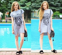 Karolina N. - Medicine Dress, F&F Bag, Renee Slippers - T-shirt dress
