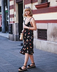 Ana Vukosavljevic - Metisu Dress, Parfois Bag, Ego Official Sandals - How to make your content better?