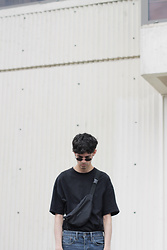 Martin Tichy - Weekday Black Oversized Tee, Levi's® Skinny Jeans - SHOCKWAVES
