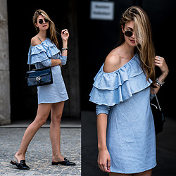 Jacky - Missguided Dress, Gucci Bag, Ray Ban Sunglasses - Blue Ruffle Dress