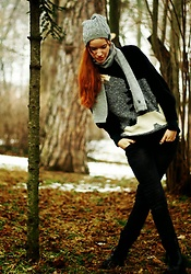 Petra Butkova - Secondhand Black Sweater, Polo Ralph Lauren Beanie - In the woods