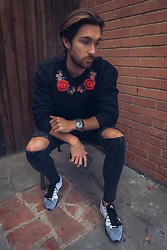 Henry & William Wade - Boohoo Crewneck Pullover, Boohoo Black Skinny Fit Ripped Knee Jeans, Nike Flyknit Racer - Comfortable Streetwear