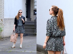 Rimanere Nella Memoria - Ray Ban Sunglasses, Tom Tailor Bag - Animal Print Dress
