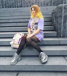 Alison Videoland - The Mountain Kitty T Shirt, Buffalo Sliver Plateau Sneaker, Mi Pac Holographic Backpack, Primark Pom Pom, H&M Glitter Choker - Holographic Kitten