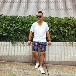 Mannix Lo - H&M V Neck Tee, No Brand Patchwork Shorts, Adidas Stan Smith Sneakers - HOT like Melting......