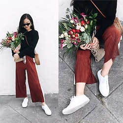 Tiffany Wang - Common Projects Sneakers, Urban Outfitters Pants, H&M Shirt, Le Specs Sunglasses - PLEATED PANTS