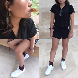 Wan Mao - Puma White Shoes, H&M Black Shorts, H&M Black T Shirt - Simple
