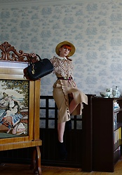 The wardrobe of Ms. B - Self Portrait Beige Dress, Gucci Hat, Gucci Belt - Beige is not booring