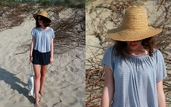 Kasia M - Kappahl Hat, Mango Top, Mango Shorts - Beach time