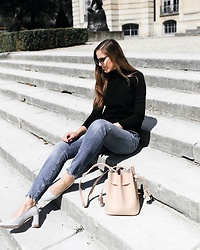 Maria B - H&M Sunglasses, Zara Turtleneck Top, Zara Jeans, H&M Block Heel Court Shoes, Hieleven Mini Bucket Bag - Vacation Checklist