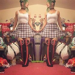 Amethyst . - Hot Topic Deadpool Tights, American Apparel Plaid Skirt, Crop Top - Wearing deadpool to a Spider-Man movie