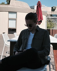 Furkan Toker - Zara Black Jeans, Pull & Bear Green Cotton Shirt, Zara White T Shirt, Ray Ban Sunglasses - A Sunny Day