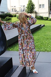 Anna Borisovna - H&M Dress, Céline Shoes - Flower Mix