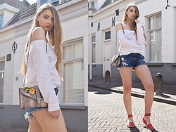 Paulina Kędzierska - White Shirt, Jeans Short, Flower Bag - Classic look?