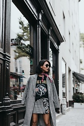 Diana B. - H&M Vichy Styled Skirt With Ruffles, Asos Guns N' Roses ? Bandshirt, H&M Trenchcoat, Primark Sunglasses - Munich Streetstyle Look